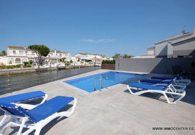 Villa met zwembad en ligplaats