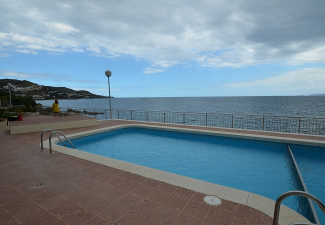 Appartement in Rosas / Roses - IRAR03-APARTAMENTO CON VISTAS AL MAR