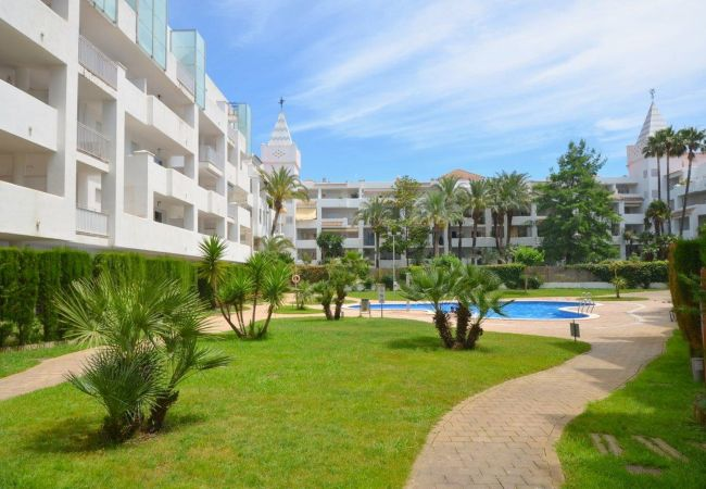 Appartement in Rosas / Roses - ISAR13-APARTAMENTO CON TERRAZA Y JARDIN